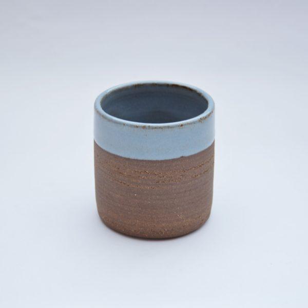 Mug bleu, terre métissée