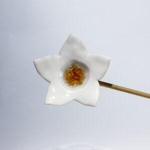 Fleur jaune grès